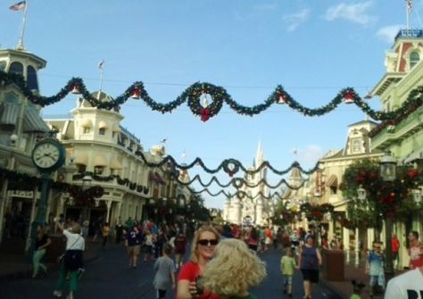 Time Lapse of Decorating Main Street USA