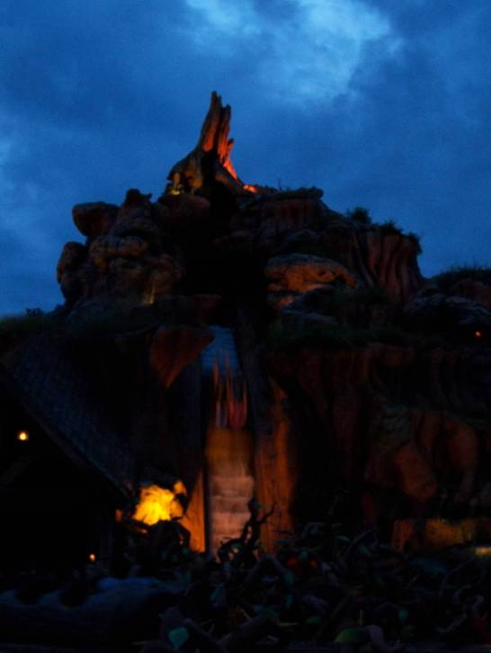 Splash Mountain at night.  Yes, they had the water cannons turned on!