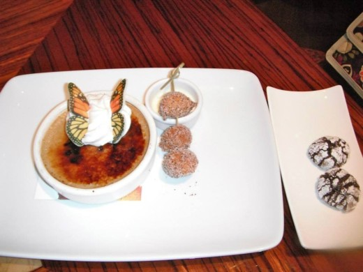 Coffee-flavored creme brulee with crackle cookies! Yum!!!!!