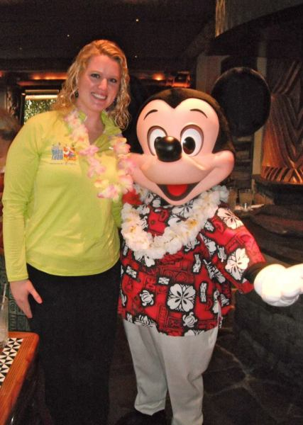 Elly & Hawaiian Mickey.