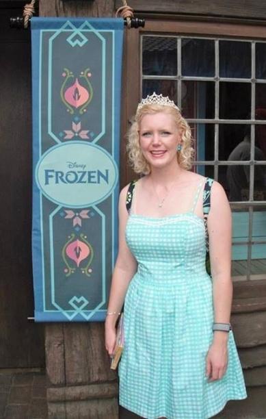 5 minute wait to see Anna & Elsa.