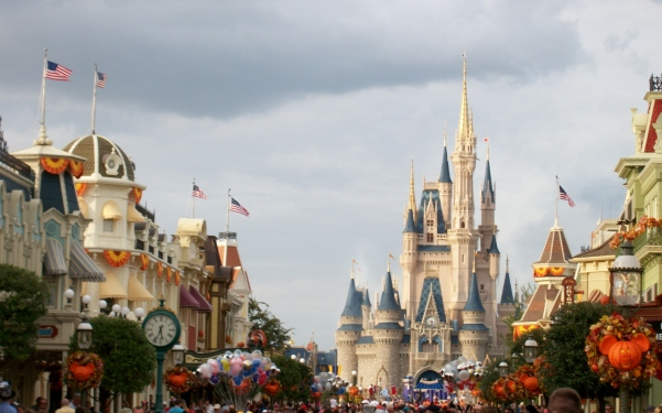 Magic Kingdom in the fall, Main Street USA.