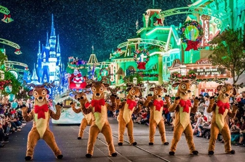 Mickey's Very Merry Christmas Party parade
