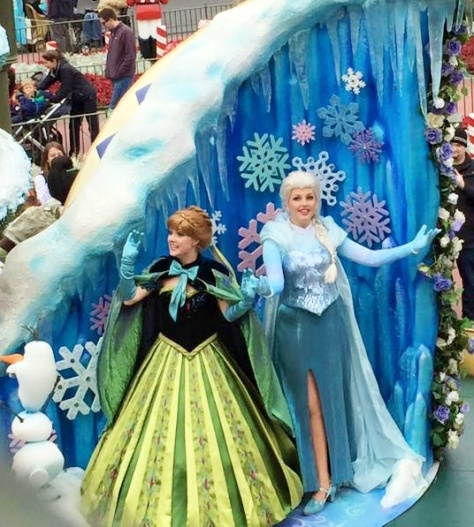 Anna and Elsa in their capes.