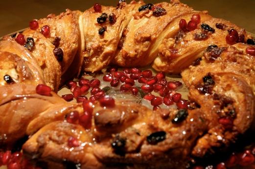 Rosca de Reyes cake