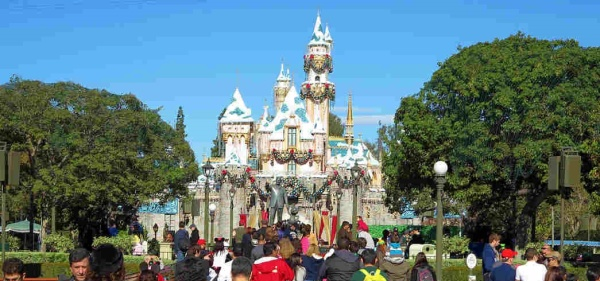 Inital measels outbreak started with people who had stayed at Disneyland December 15-20, 2014.
