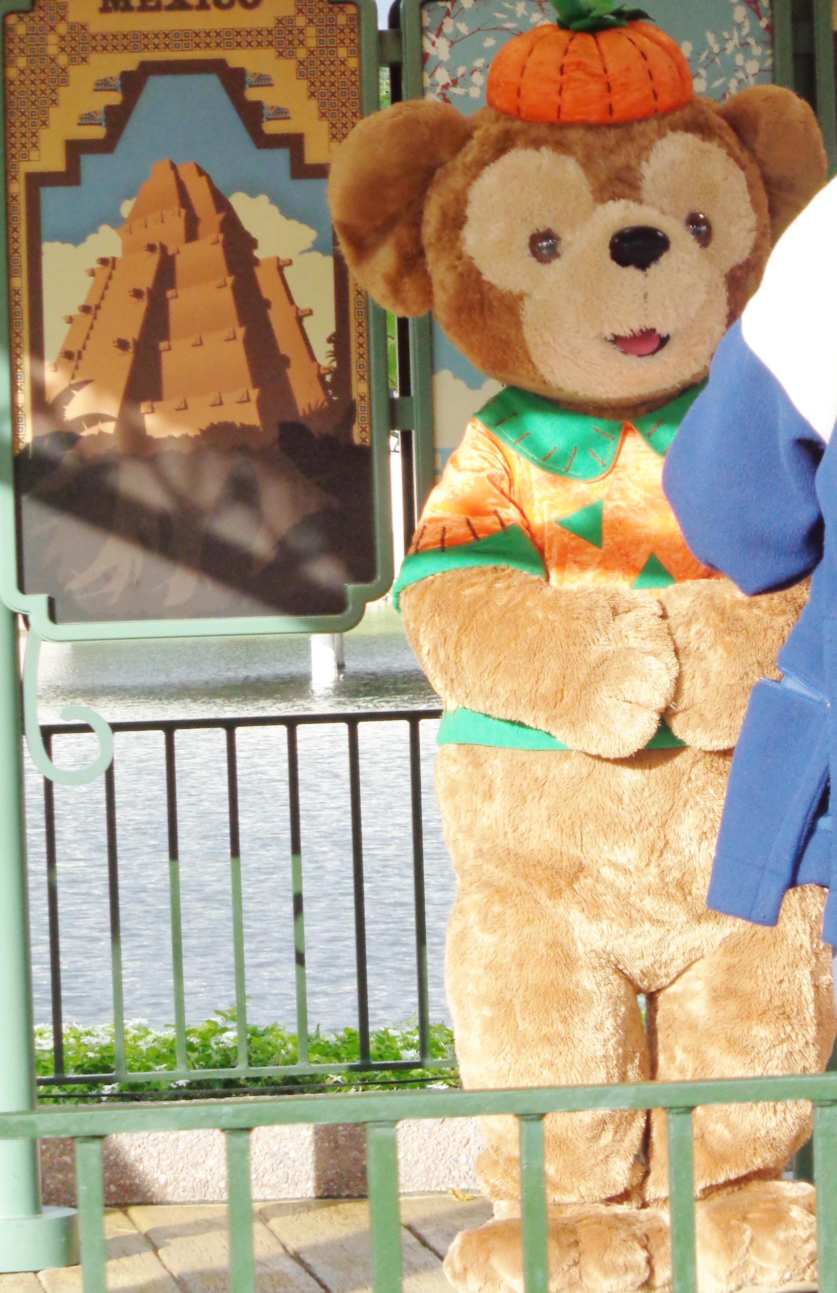 Seeing Duffy during the Food u0026 Wine Festival in October. Seeing Duffy in his Halloween costume ... & Meeting Duffy the Disney Bear at Epcot | Elly and Carolineu0027s Magical ...