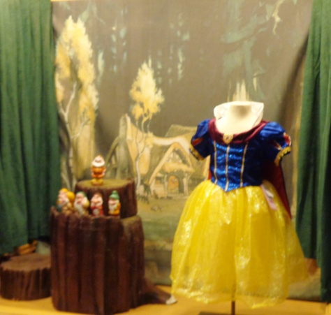 You can even buy a little Snow White costume for your princess.