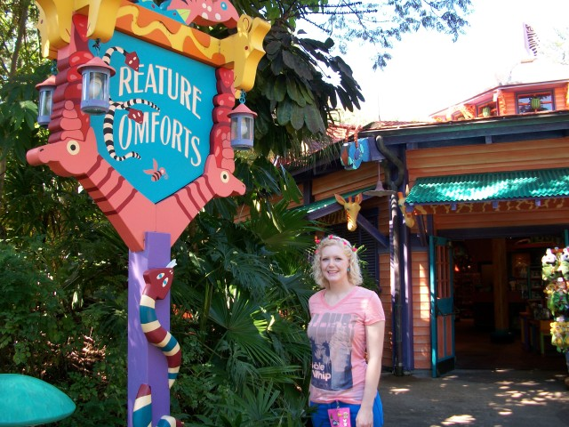 Stopping by Creature Comforts on one of my days of last year.  It used to be themed like Flame Tree Bar-b-que, all pretty yellows, oranges, reds, and blues.