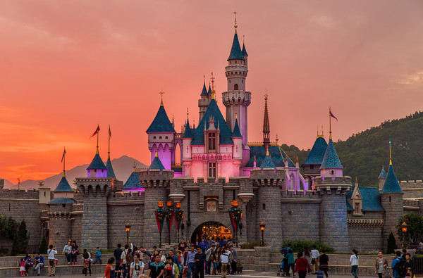 sleeping-beauty-castle-sunset-hong-kong-disneyland