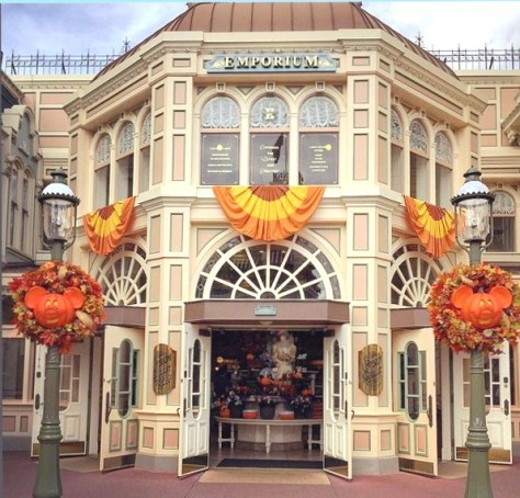 Main Street USA is so pretty during the fall!