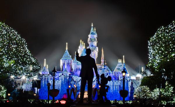 Disneyland at Christmas (2)