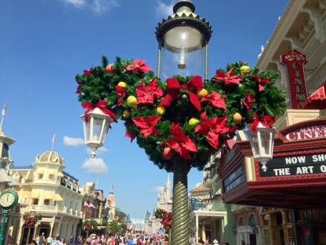 I love how Disney decorates the lightposts on Main Street!