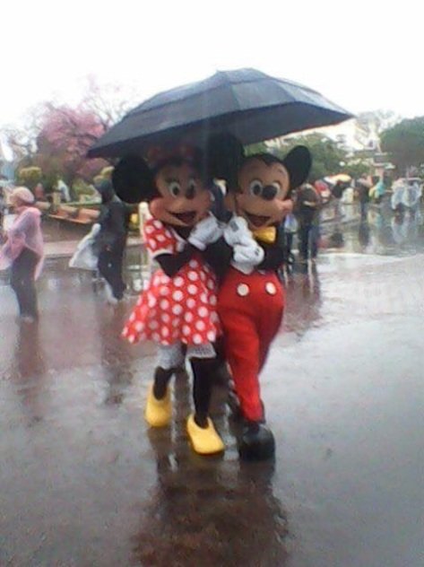 mickey-in-the-rain