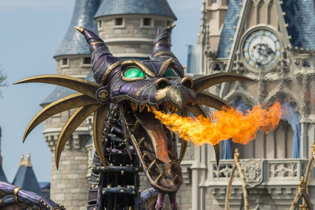 Maleficent-Disney-of-Fantasy-Parade