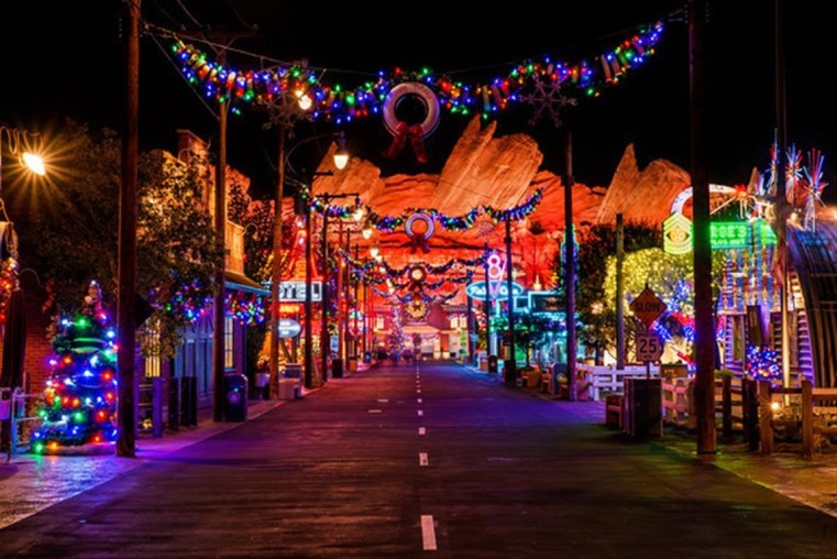 cars-land-christmas2