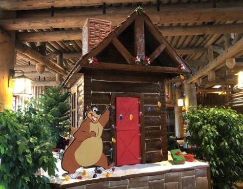 wilderness-lodge-gingerbread-cabin