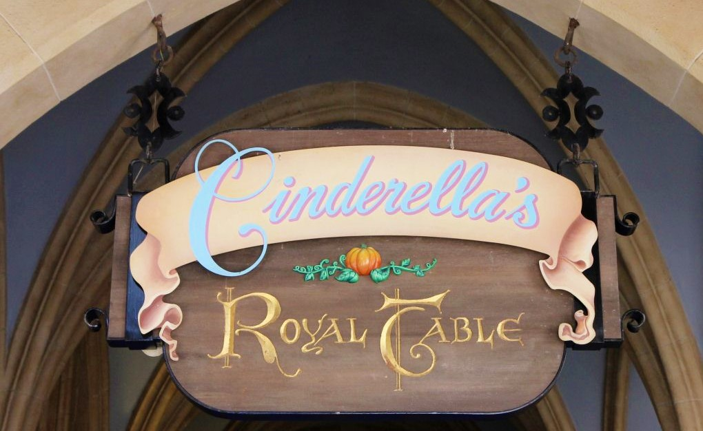 cinderella royal table3