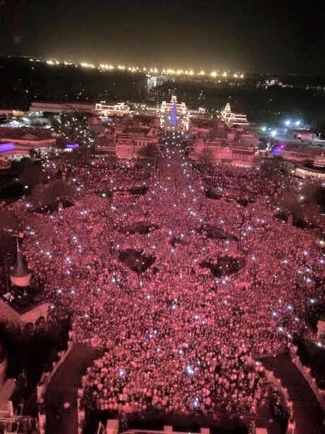 MK new years eve crowd